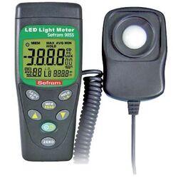 LUXOMETRE NUMERIQUE mesures LED et classiques, 99 mesures de mémoire